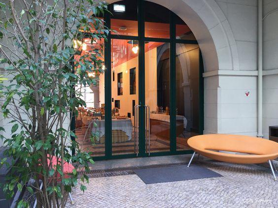 Sala dos azulejos e p tio funda o portuguesa das Azulejos patio